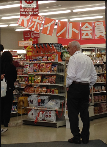 SSCS Vice President of Sales and Marketing Al Stoeberl checking out Circle K Kyoto.