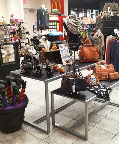 purses_on_stand